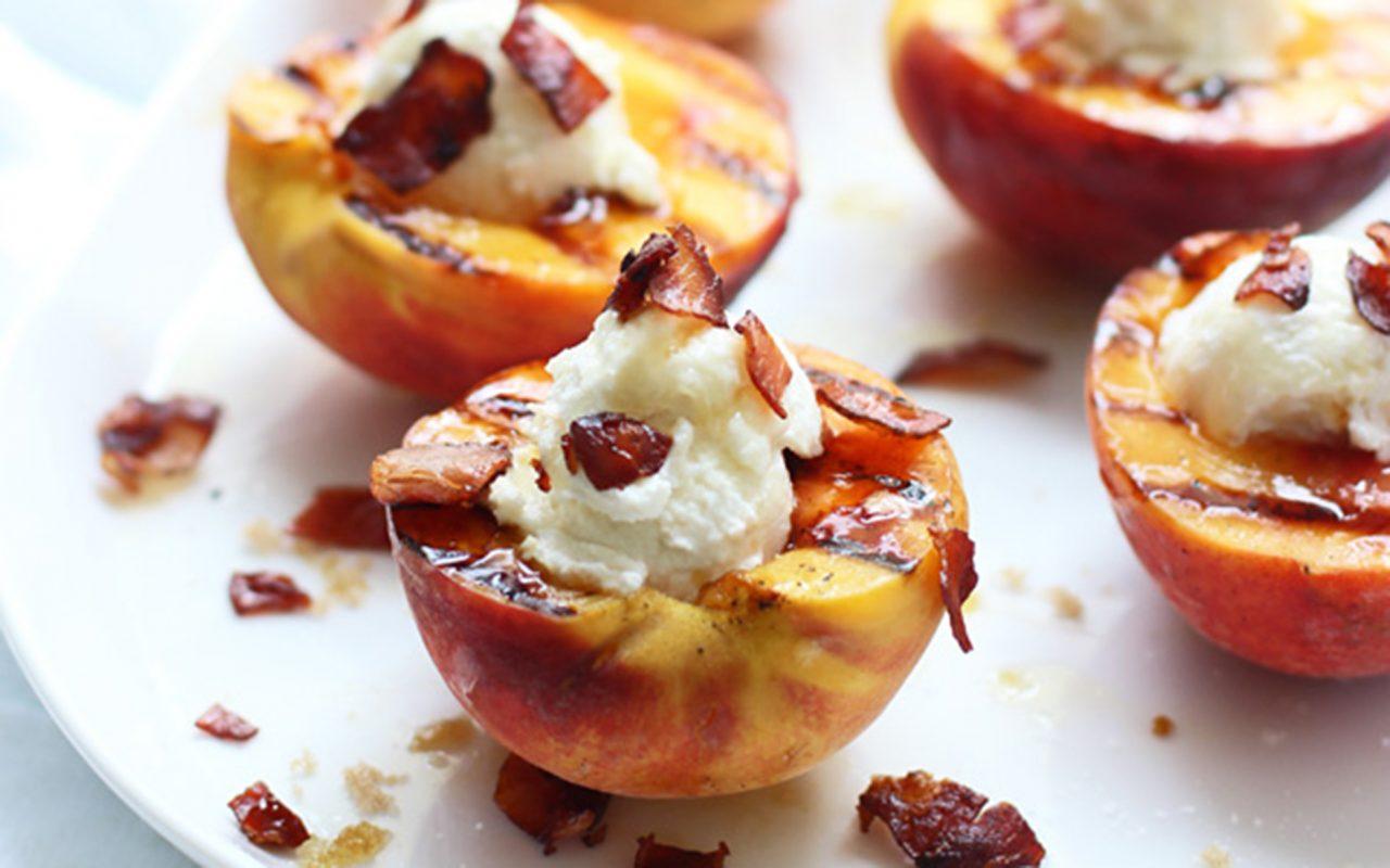 овсяная каша и жаренные персики