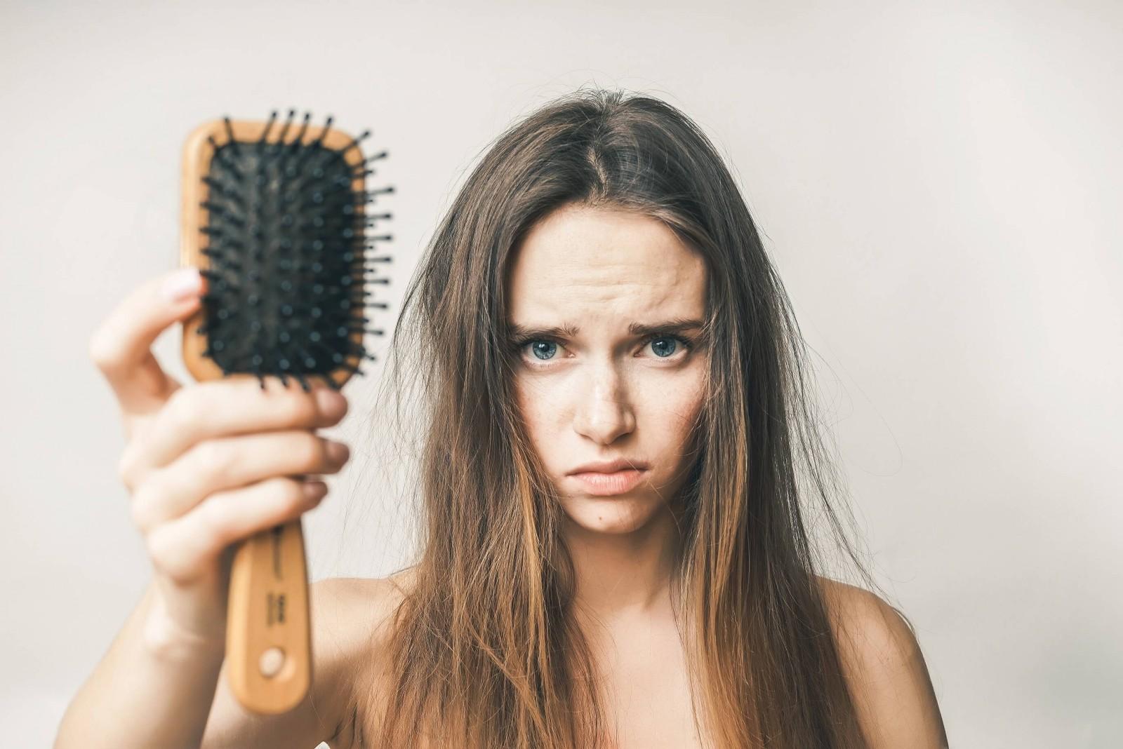 4 вещи, которые вызывают выпадение волос