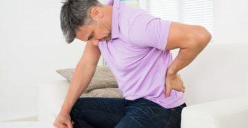 Запор и боль в спине - есть ли между ними связь?