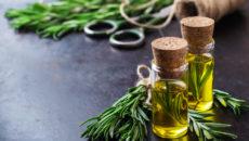 Как использовать масло Розмарина для роста волос