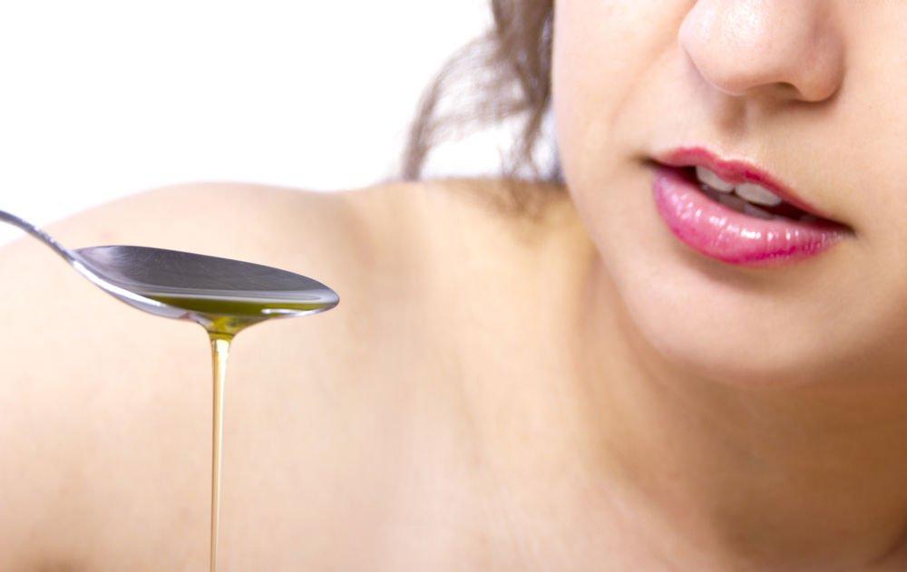 Вытягивание или полоскание рта маслом: 7 преимуществ для здоровья и как это делать