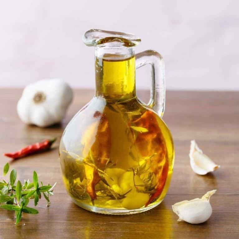 Чесночное масло: польза для здоровья и побочные эффекты.